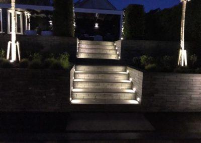 Sfeervol verlichte trap
