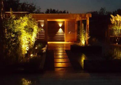 sfeervolle verlichting tuinhuis Van Wijk Sierbestrating