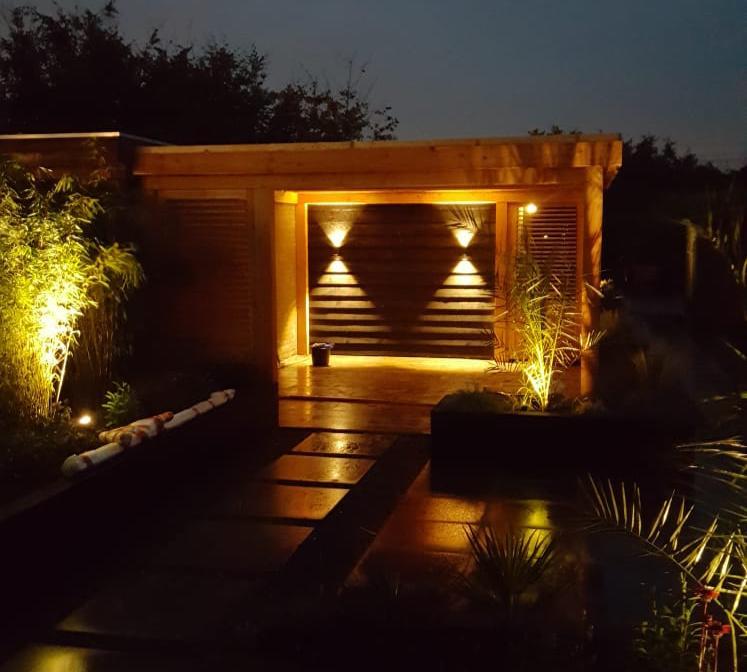 verlichting tuinhuis nieuw aangelegde tuin